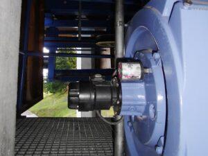 Привод гондольного подъемника на горнолыжной станции непрерывно смазывается лубрикатором на 60 мл.
