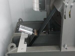 Квадратные кисти simalube® непрерывно поставляют смазку на тросы, параллельно их очищая.