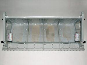 Система смазки направляющих ступеней состоит из короткой щеточки, закрепительного элемента и дозатора смазки, подходящего для эскалаторов фирмы Schindler. Монтаж осуществляется непосредственно на ступени эскалатора.