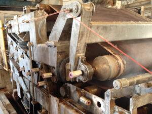 Несколько лубрикаторов simalube объемом 125 мл автоматически и точно смазывают подшипники бумагоделательной машины.