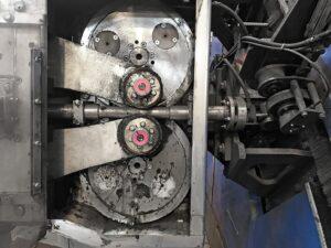 Два лубрикатора simalube объемом 60 мл автоматически смазывают летающий режущий блок центрирующего и отрезного станка на срок до 6 месяцев.